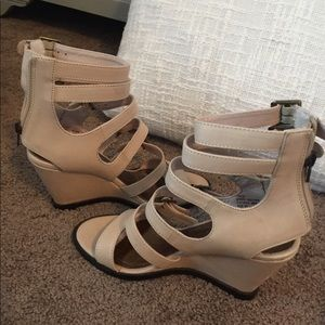 Brand New Size 6 Matisse Wedges
